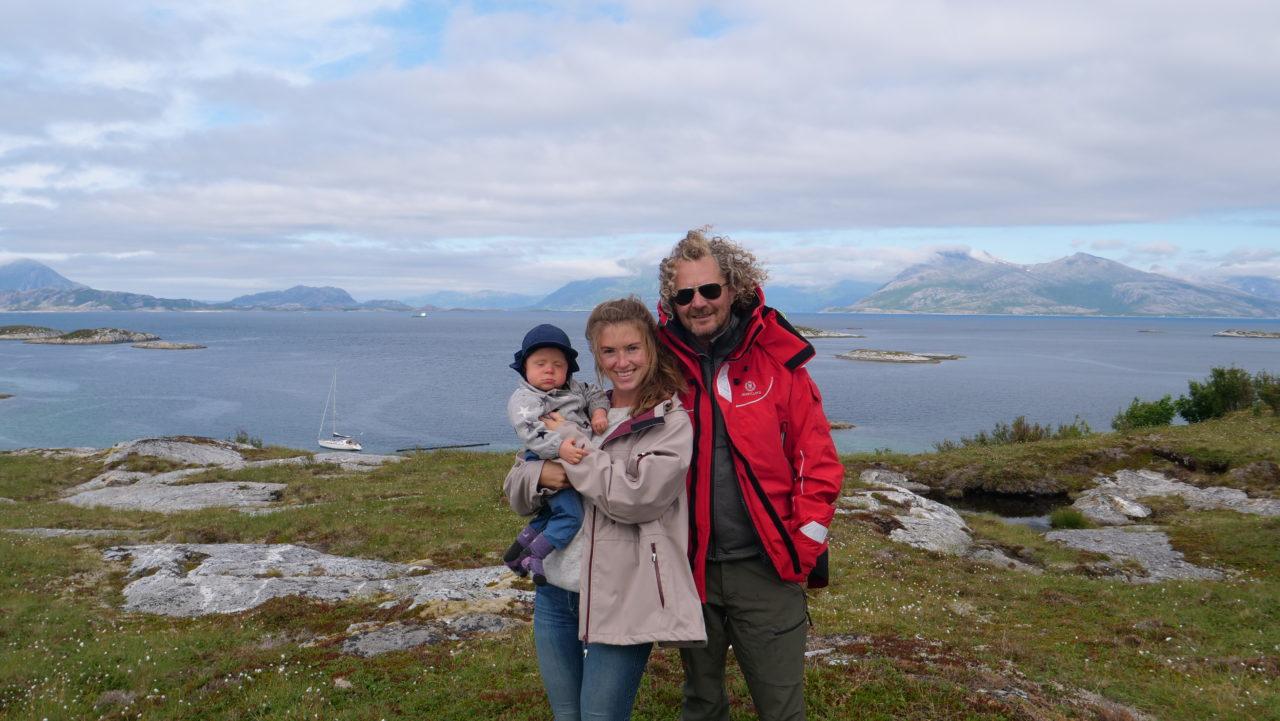 På besøk hos familie på Lomøya